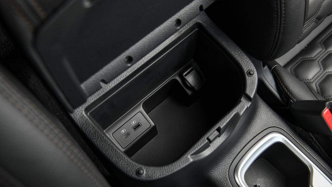 Nissan Navara 2021 Interior 031