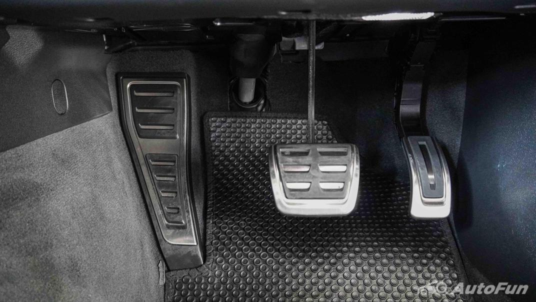 2020 Audi A4 Avant 2.0 45 TFSI Quattro S Line Black Edition Interior 018