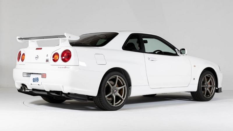 พาชม Nissan Skyline R34 เหลือเชื่อ รถเกือบ 20 ปี วิ่งแค่ 10 กม. เผยราคาชวนตะลึง 02