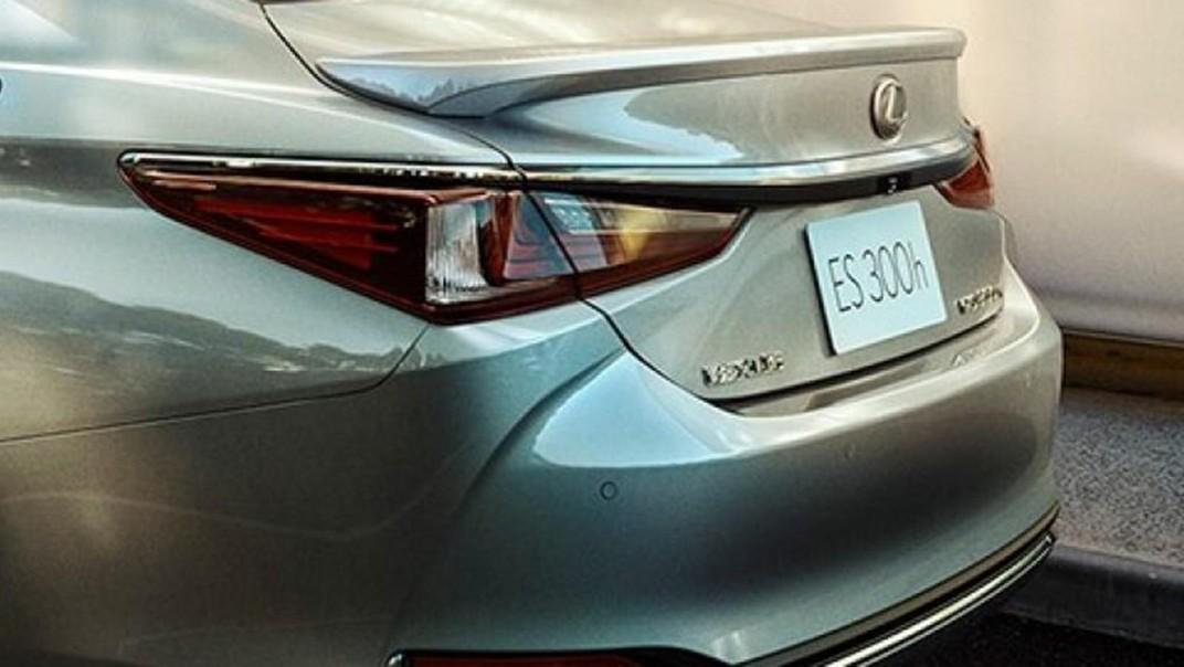 Lexus ES 2020 Exterior 017