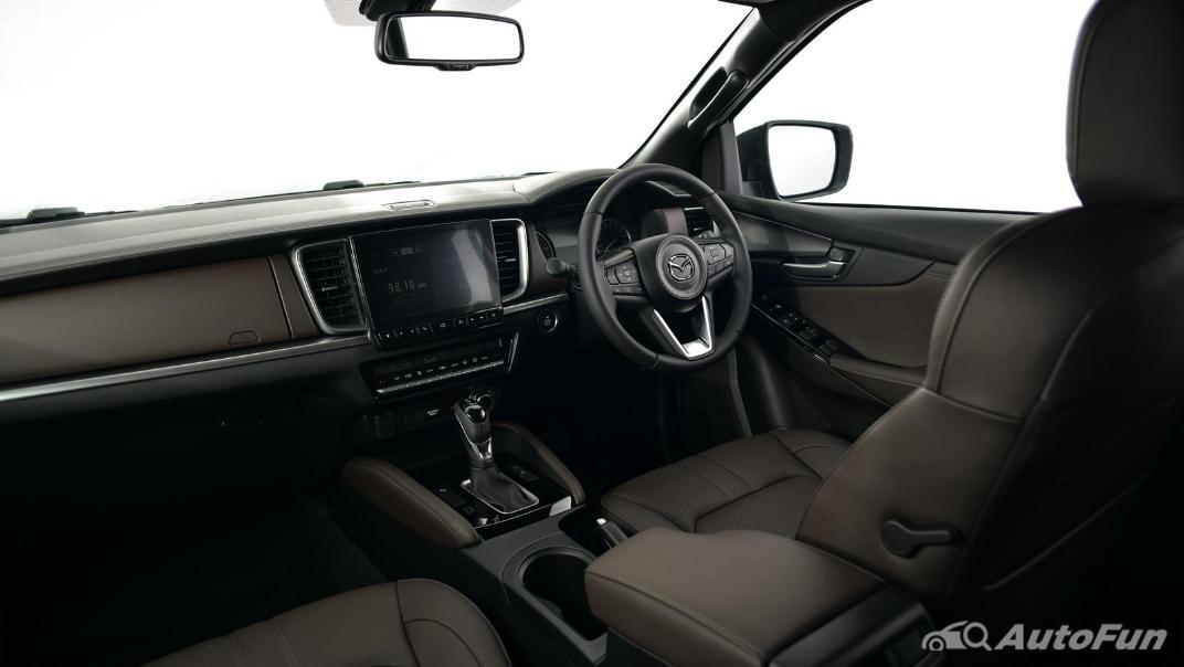 Mazda BT-50 Pro 2021 Interior 051