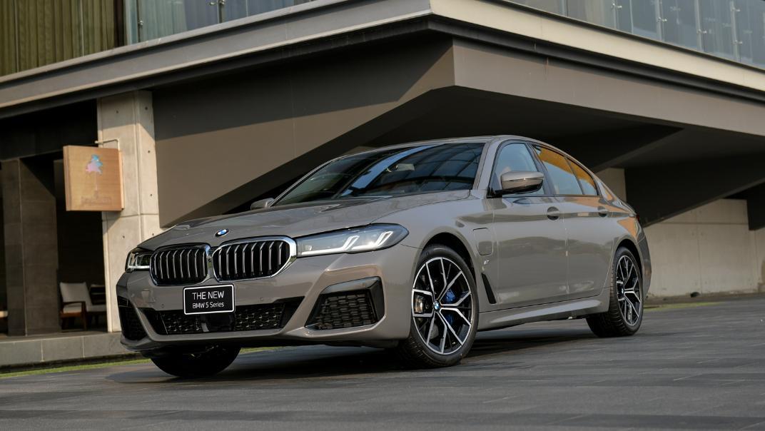 2021 BMW 5 Series Sedan 530e M Sport Exterior 027