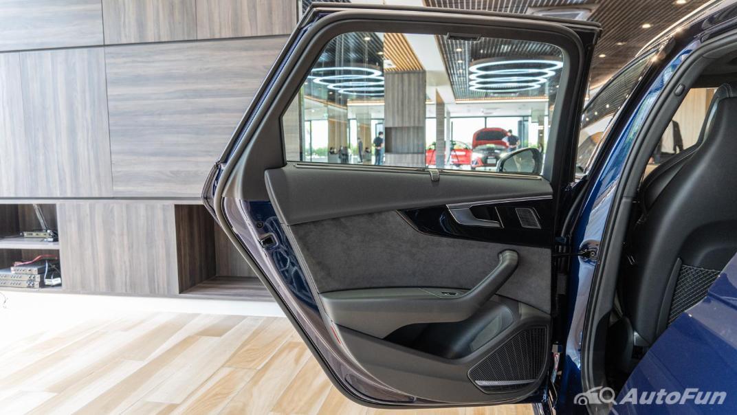 2020 Audi A4 Avant 2.0 45 TFSI Quattro S Line Black Edition Interior 103
