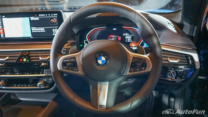 2021 BMW 5 Series Sedan 520d M Sport Interior 004