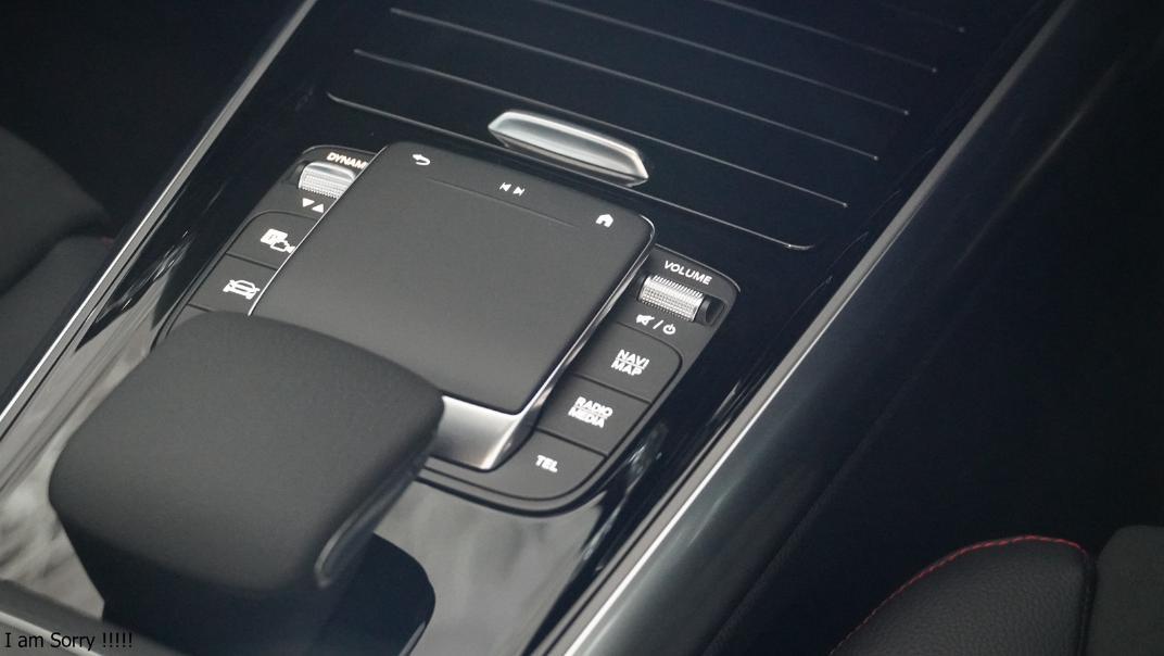 2021 Mercedes-Benz GLA-Class 200 AMG Dynamic Interior 012