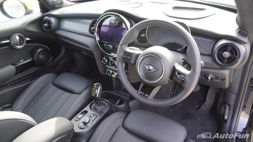 2021 MNI 3-Door Hatch Cooper S Interior 003