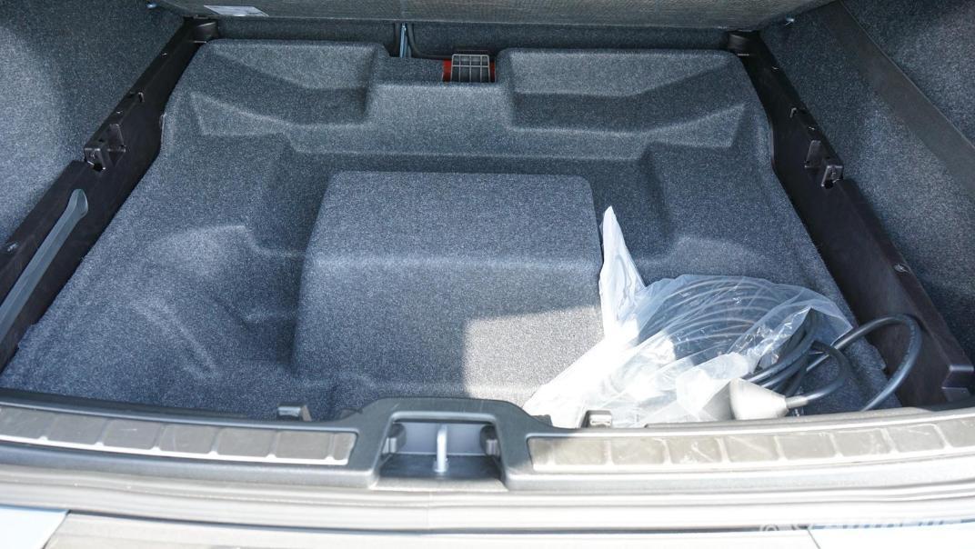 2020 Volvo XC 40 2.0 R-Design Interior 047