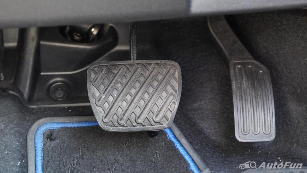 2020 Nissan Leaf Electric Interior 012