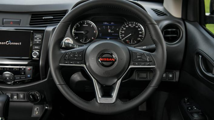 2021 Nissan Navara PRO-4X Interior 004