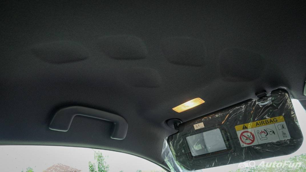 2021 Toyota C-HR Hybrid Premium Safety Interior 076