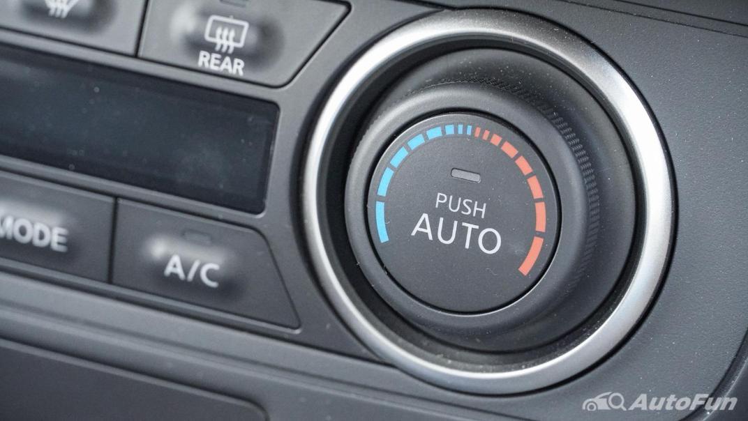 2020 Nissan Leaf Electric Interior 025