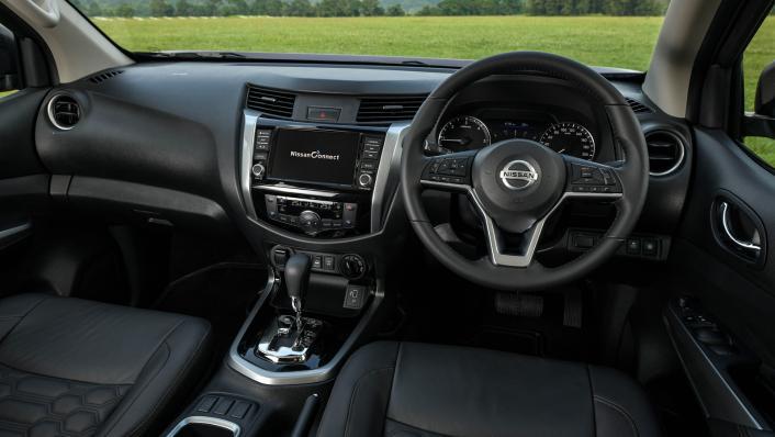2021 2.3 Nissan Navara Double Cab 4WD VL 7AT Interior 002