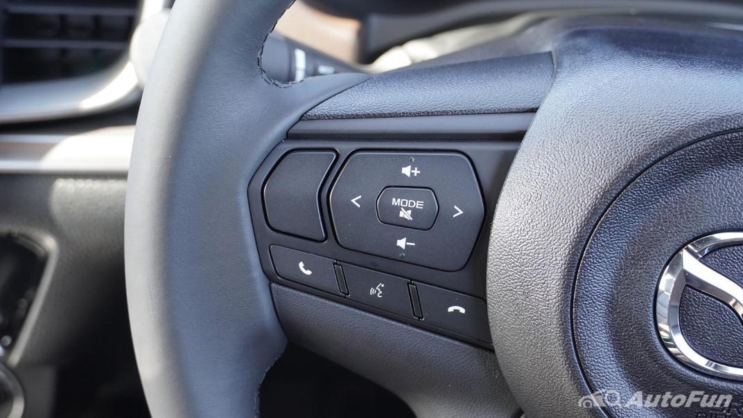 Mazda BT-50 Pro 2021 Interior 003