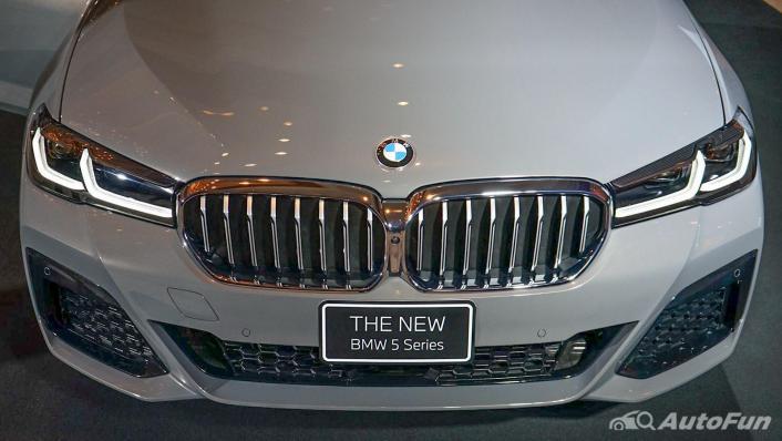 2021 BMW 5 Series Sedan 530e M Sport Exterior 007