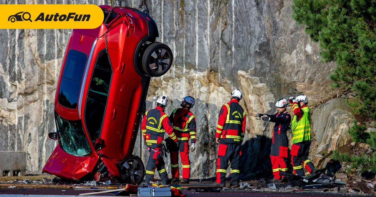 Volvo ทิ้งดิ่งรถจากความสูง 30 เมตร ทดสอบความปลอดภัย - วัดความสามารถทีมกู้ภัย 01
