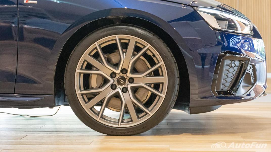 2020 Audi A4 Avant 2.0 45 TFSI Quattro S Line Black Edition Exterior 111
