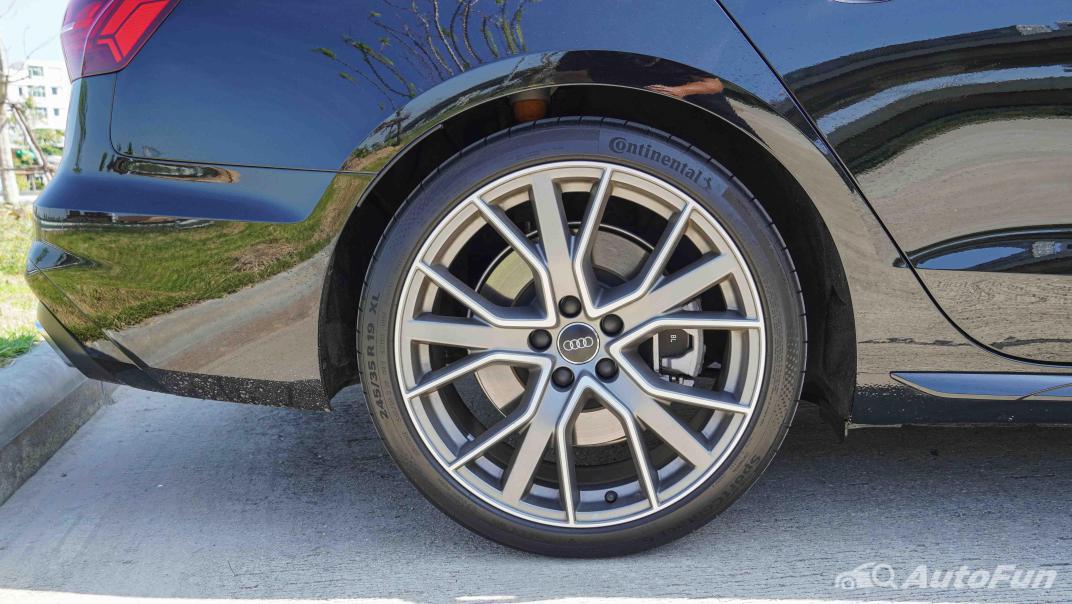 2020 Audi A4 Avant 2.0 45 TFSI Quattro S Line Black Edition Exterior 044