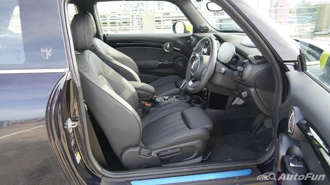 2021 MNI 3-Door Hatch Cooper S Interior 034