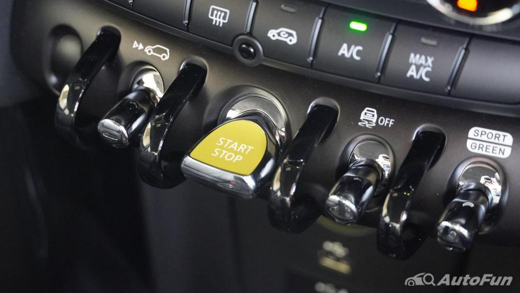 2021 MNI 3-Door Hatch Cooper S Interior 022