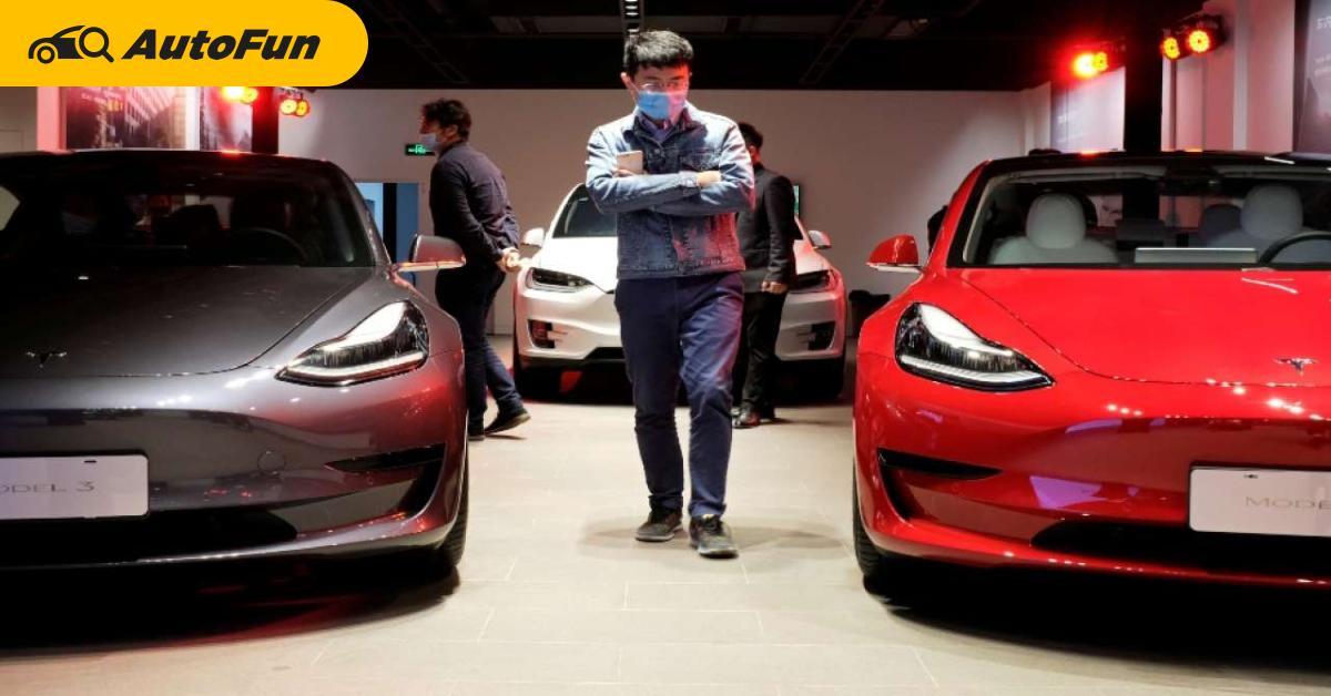 ยอดขาย Tesla ในจีนตกต่ำกว่าครึ่ง ตั้งแต่มีหญิงสาวปีนหลังคารถประท้วง ทำให้แทบขายไม่ออก 01