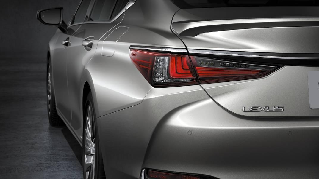 2021 Lexus ES 300h Premium Exterior 007