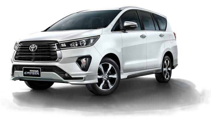 2021 Toyota Innova Crysta Exterior 001