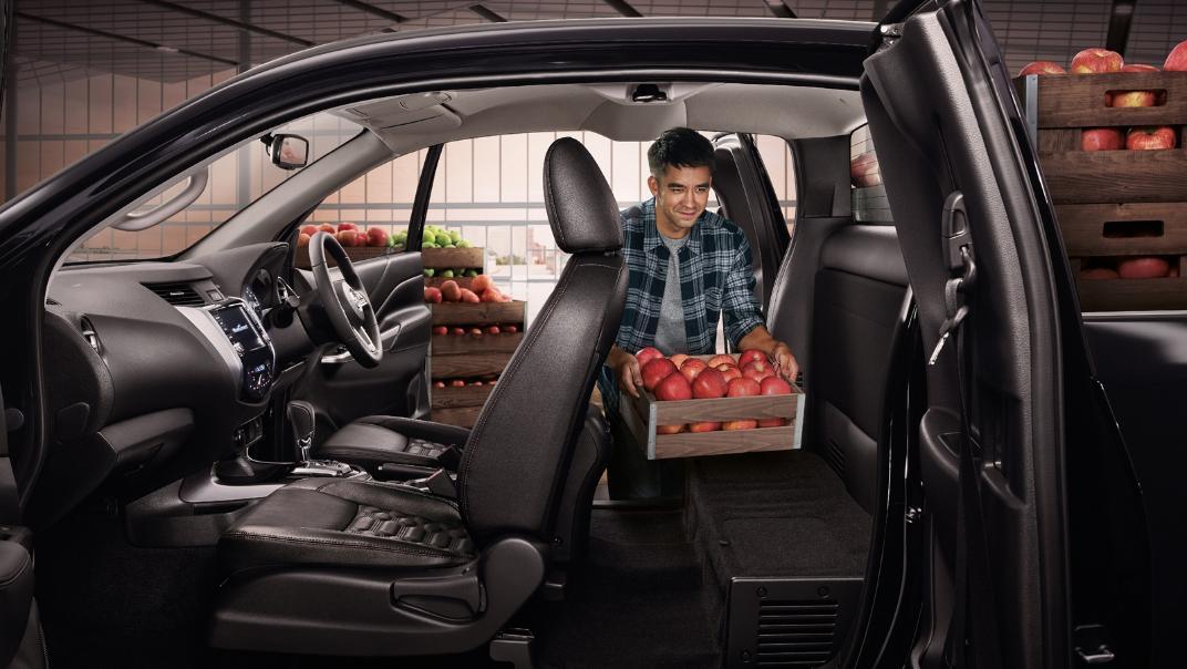 Nissan Navara 2021 Interior 003