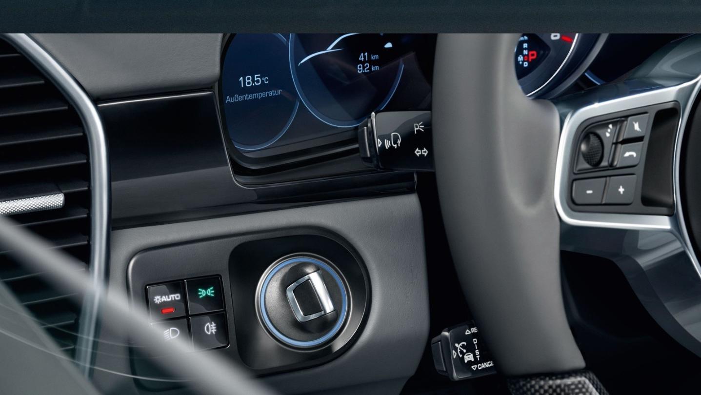 Porsche Cayenne Public 2020 Interior 005