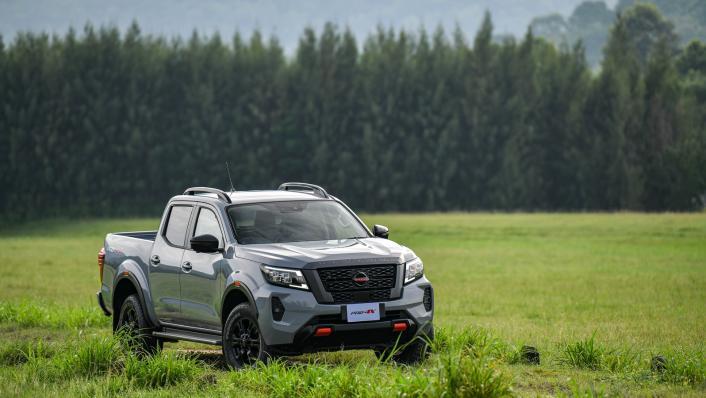 2021 Nissan Navara PRO-4X Exterior 009