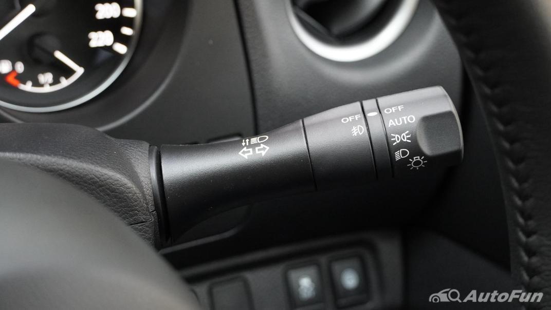 2021 Nissan Navara Double Cab 2.3 4WD VL 7AT Interior 007