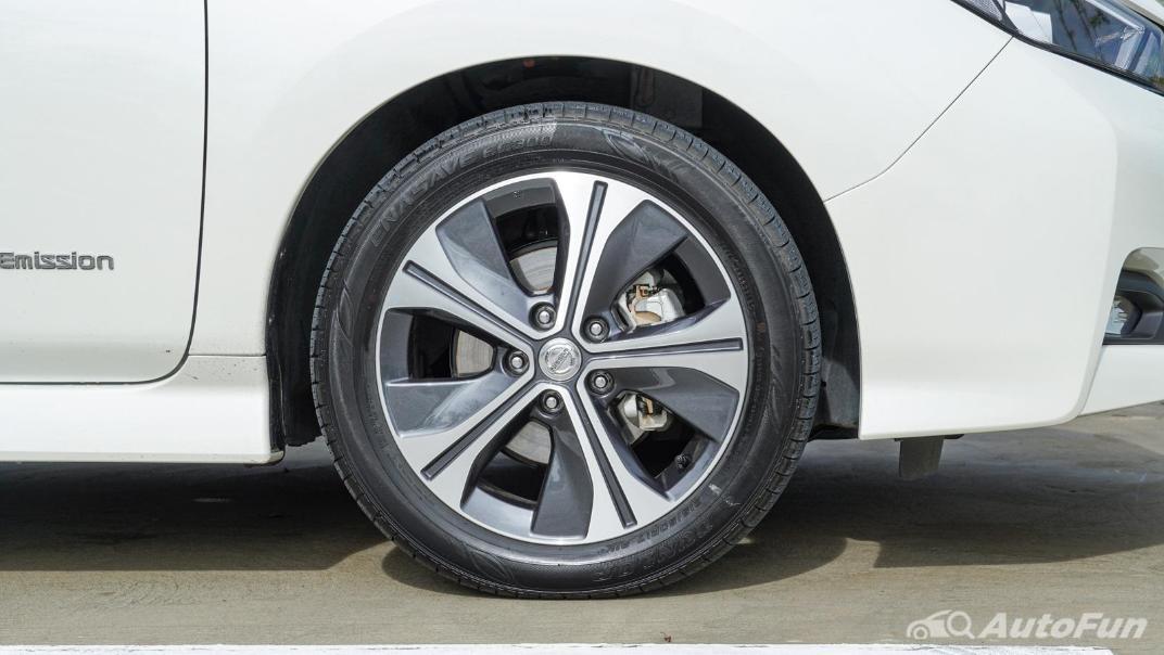 2020 Nissan Leaf Electric Exterior 032