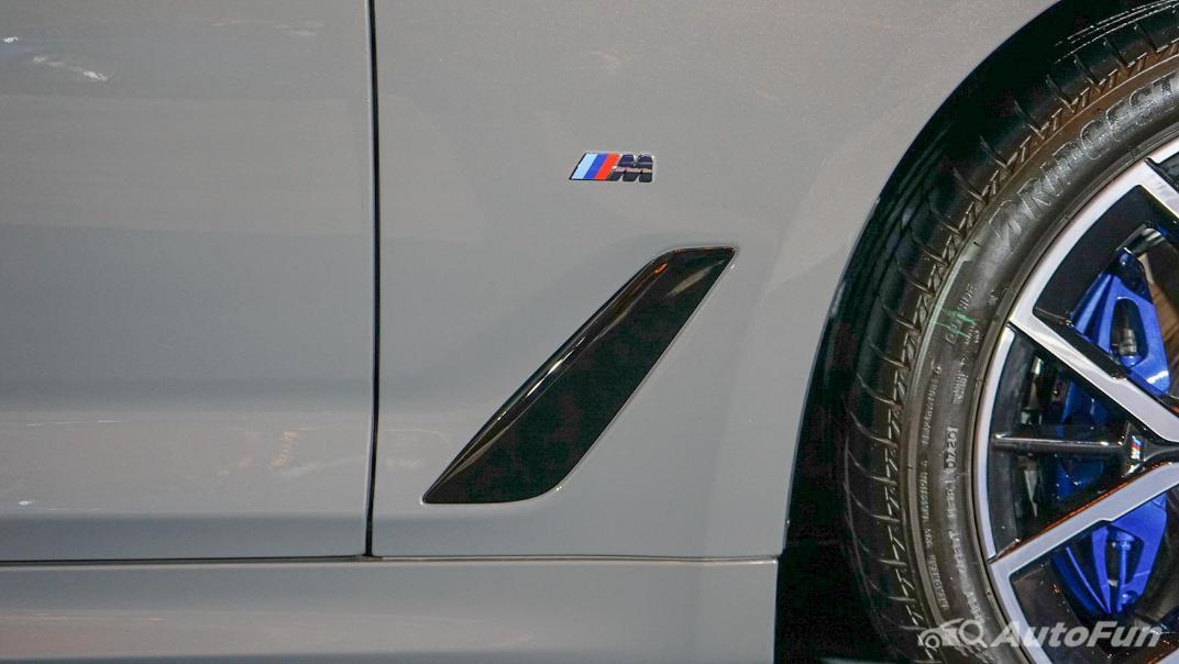 2021 BMW 5 Series Sedan 530e M Sport Exterior 020
