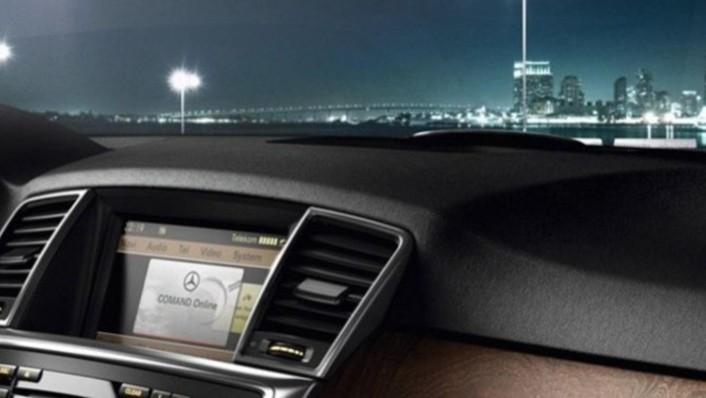 Mercedes-Benz M-Class 2020 Interior 002