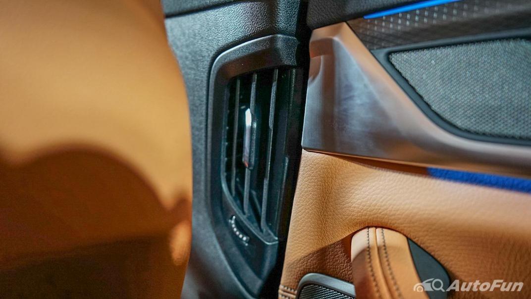 2021 BMW 5 Series Sedan 530e M Sport Interior 021
