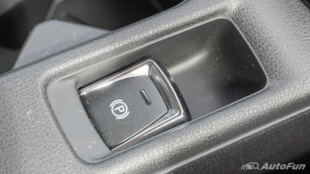 2020 Nissan Leaf Electric Interior 041