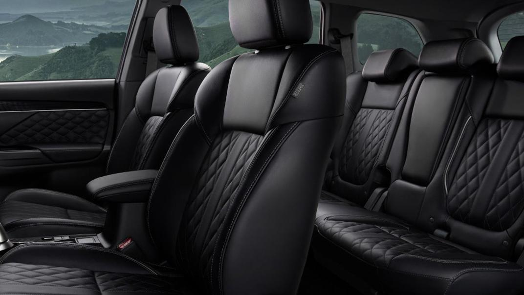 Mitsubishi Outlander PHEV 2021 Interior 002