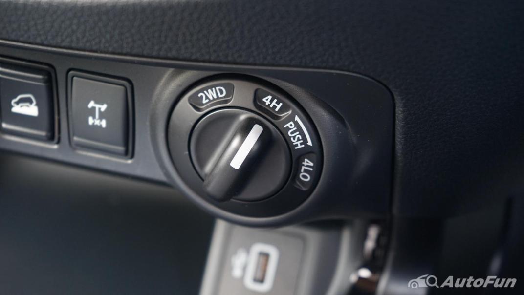 2021 Nissan Navara PRO-4X Interior 017