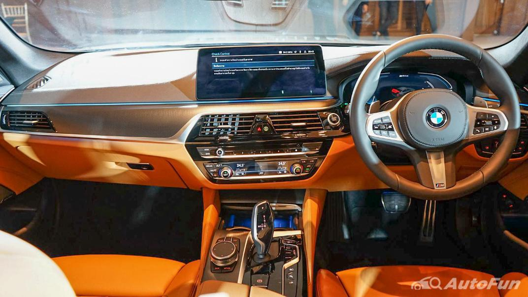2021 BMW 5 Series Sedan 530e M Sport Interior 001