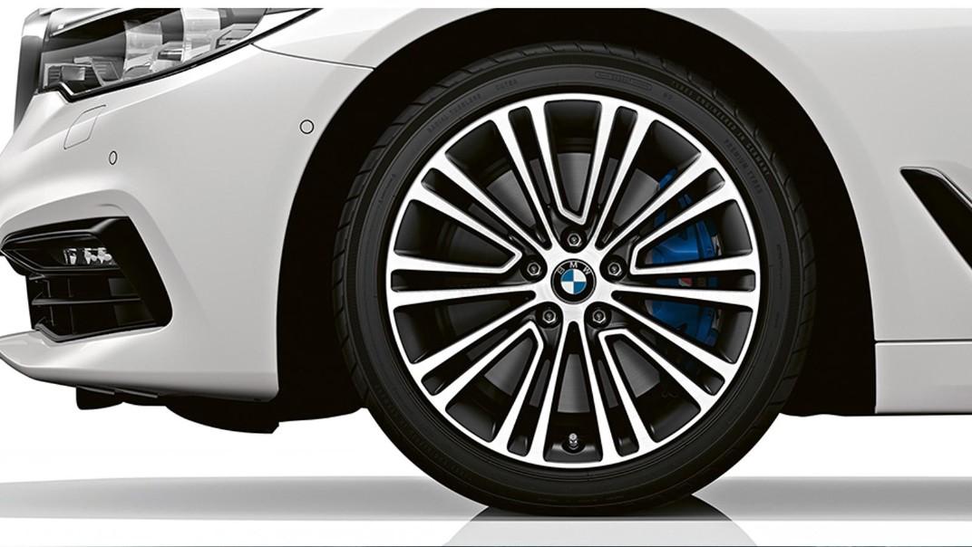 BMW 5-Series-Sedan 2020 Exterior 006