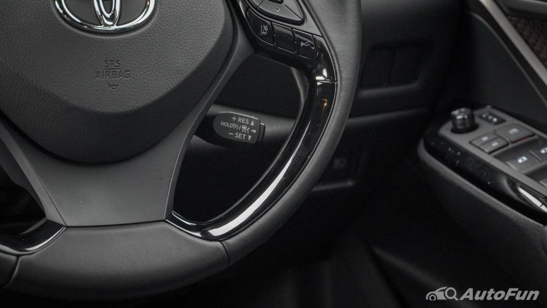 2021 Toyota C-HR Hybrid Premium Safety Interior 010