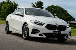 พาชม 2021 BMW 220i Gran Coupe Sport ตัดของเล่น ถูกลง 1.7 แสนบาท ตีกัน Mercedes-Benz A-Class