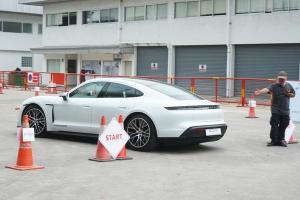 งานรถยนต์ไฟฟ้าเข้าฟรี มีทุกรุ่นให้ลองขับ ระดับราคา 10,000,000 กว่าบาทก็มาด้วย