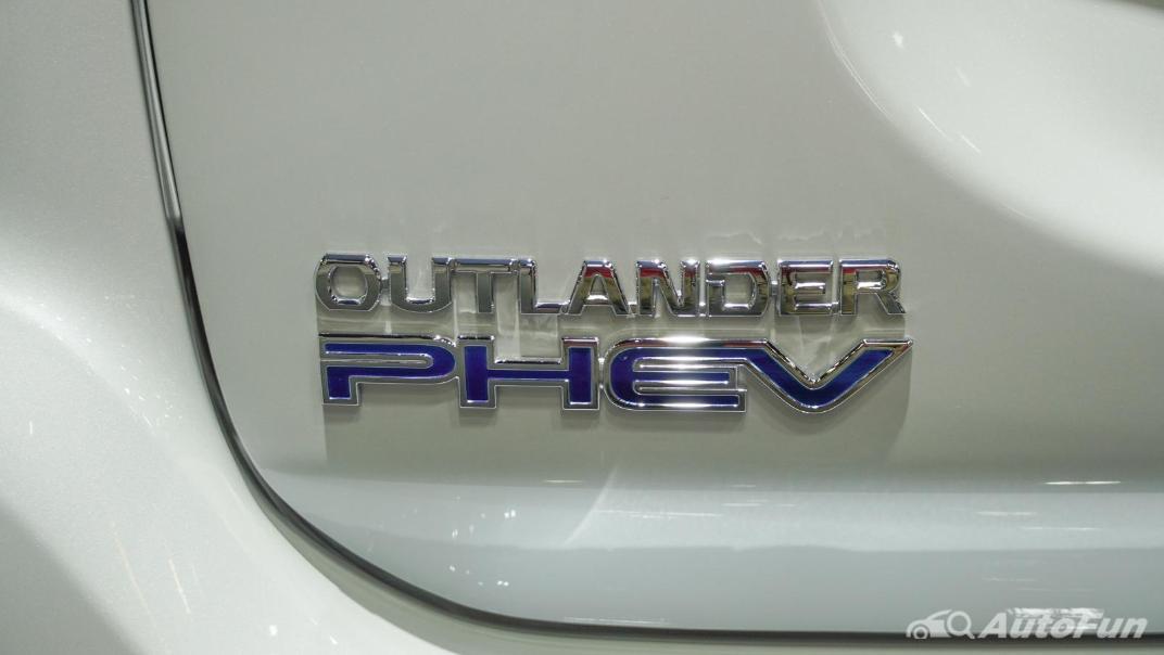 2021 Mitsubishi Outlander PHEV GT Exterior 010