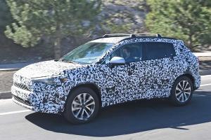 Toyota Corolla Cross หุ้มพรางตาโผล่ในสหรัฐอเมริกา เตรียมเพิ่มอออพชั่นเปิดตัวกันยายนนี้