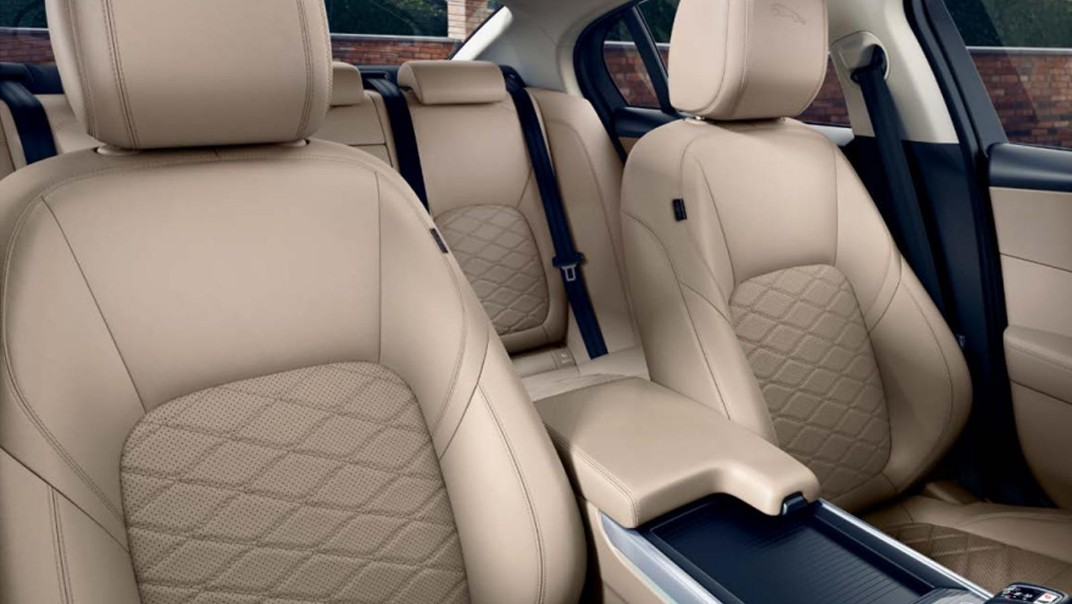 Jaguar XE 2020 Interior 006