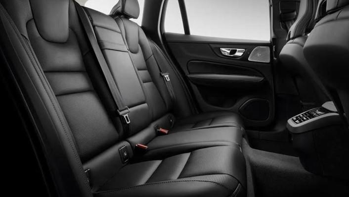 Volvo V60 2020 Interior 010