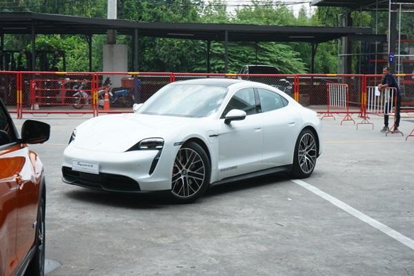 First Impression ลองของจริง ซิ่ง 2020 Porsche Taycan 4S