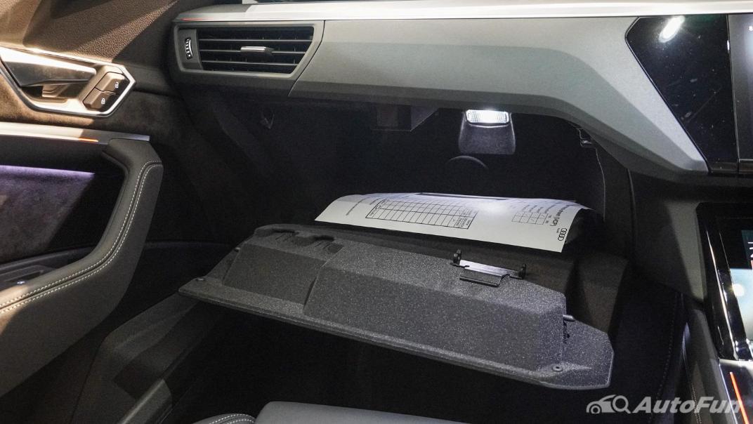 2020 Audi E Tron Sportback 55 quattro S line Interior 046