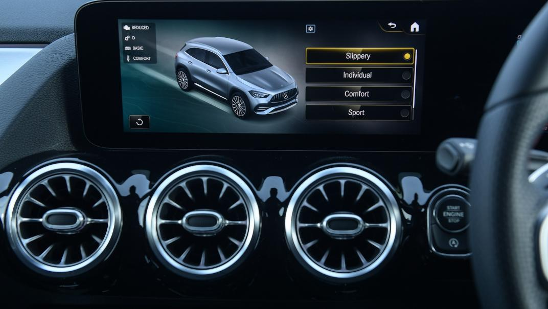 2021 Mercedes-Benz GLA-Class 35 AMG 4MATIC Interior 039