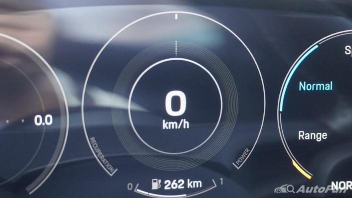 2020 Porsche Taycan Turbo Interior 006